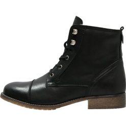 KIOMI Botki sznurowane black. Czarne buty zimowe damskie marki KIOMI, z materiału, na sznurówki. W wyprzedaży za 407,20 zł.