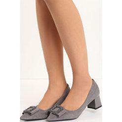 Szare Czółenka Heart Drill. Szare buty ślubne damskie Born2be, ze szpiczastym noskiem, na niskim obcasie, na słupku. Za 39,99 zł.