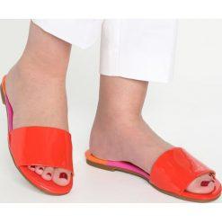 Buty damskie: Katy Perry THE ROSSI Klapki red/orange