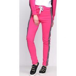 Spodnie dresowe damskie: Fuksjowe Spodnie Dresowe Embrace