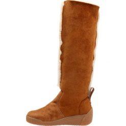 See by Chloé Kozaki na koturnie farro. Pomarańczowe buty zimowe damskie See by Chloé, z materiału, na koturnie. W wyprzedaży za 1214,25 zł.