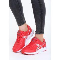 Czerwone Buty Sportowe Out Of Reach. Czerwone buty sportowe damskie marki QUECHUA, z gumy. Za 89,99 zł.