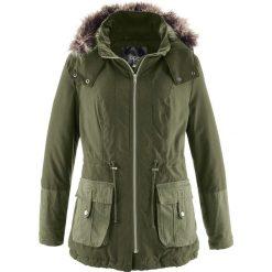 Krótka kurtka parka z kontrastowym materiałem bonprix ciemnooliwkowy. Zielone kurtki damskie bonprix, z materiału. Za 79,99 zł.