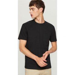 T-shirt z bawełny organicznej - Czarny. Czarne t-shirty męskie Reserved, l, z bawełny. Za 24,99 zł.