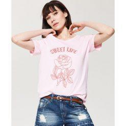 T-shirty damskie: T-shirt z motywem róży – Różowy