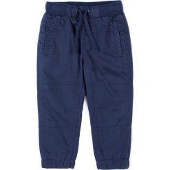 Coccodrillo - Spodnie dziecięce 92-116 cm. Białe kalesony męskie marki COCCODRILLO, m, z bawełny, z okrągłym kołnierzem. W wyprzedaży za 59,90 zł.