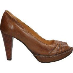 CZÓŁENKA CARINII 2061. Brązowe buty ślubne damskie Casu, na koturnie. Za 169,99 zł.
