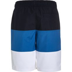 Abercrombie & Fitch AMERICANA  Szorty kąpielowe blue. Niebieskie spodenki chłopięce Abercrombie & Fitch, z materiału, sportowe. W wyprzedaży za 125,30 zł.