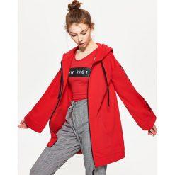 Bluzy damskie: Długa rozpinana bluza z kapturem – Czerwony