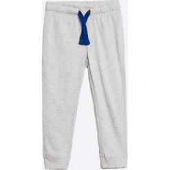 Blukids - Spodnie dziecięce 98-128 cm. Szare spodnie chłopięce Blukids, z bawełny. W wyprzedaży za 24,90 zł.