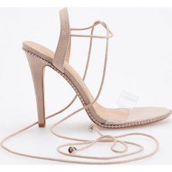 Sandały na wysokim obcasie - Kremowy. Białe sandały damskie marki Graceland, w kolorowe wzory, z materiału, na obcasie. Za 139,99 zł.