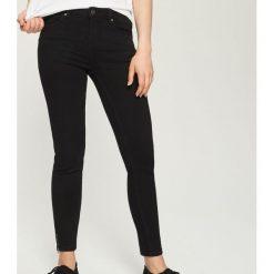 Jeansy skinny mid waist - Czarny. Czarne jeansy damskie skinny marki Sinsay, z jeansu. Za 89,99 zł.