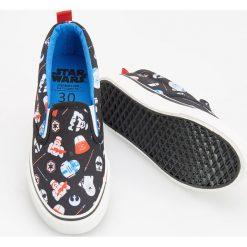 Tenisówki typu slip on - star wars - Czarny. Czarne buty sportowe chłopięce Reserved, z motywem z bajki, retro. W wyprzedaży za 29,99 zł.