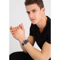 Armani Exchange Zegarek dunkelbraun. Czarne zegarki męskie marki Armani Exchange, l, z materiału, z kapturem. Za 539,00 zł.