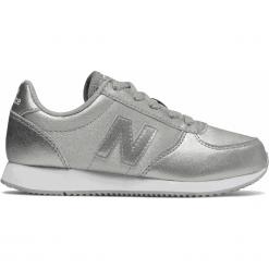 New Balance KL220GIY. Szare buty sportowe chłopięce marki New Balance, z materiału. Za 169,99 zł.