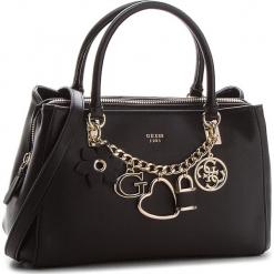 Torebka GUESS - HWVG69 96060 BLA. Czarne torebki klasyczne damskie Guess, z aplikacjami, ze skóry ekologicznej. Za 679,00 zł.