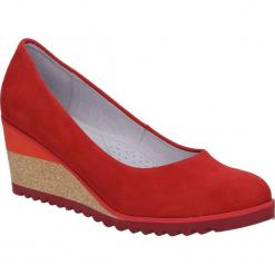 Półbuty czerwone welurowe na koturnie Casu 04378. Czerwone buty ślubne damskie Casu, z weluru, na koturnie. Za 169,99 zł.