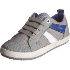 """Sneakersy """"Kiwi"""" w kolorze szarym. Niebieskie trampki chłopięce marki geox kids, z gumy. W wyprzedaży za 125,95 zł."""