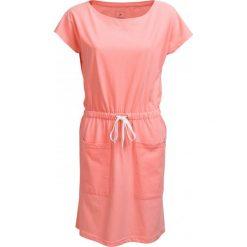 Sukienka  SUDD600 - łososiowy melanż - Outhorn. Różowe sukienki dzianinowe marki numoco, l, z dekoltem w łódkę, oversize. W wyprzedaży za 54,99 zł.