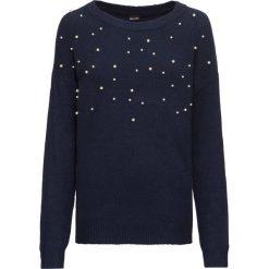 Sweter dzianinowy z perełkami bonprix ciemnoniebieski. Niebieskie swetry klasyczne damskie marki bonprix, z dzianiny. Za 99,99 zł.