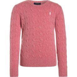 Polo Ralph Lauren CABLE Sweter victorian rose heather. Czerwone swetry chłopięce Polo Ralph Lauren, z kaszmiru, polo. W wyprzedaży za 399,20 zł.