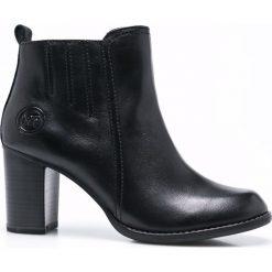 Marco Tozzi - Botki. Czarne buty zimowe damskie marki Marco Tozzi, z gumy, z okrągłym noskiem, na obcasie. W wyprzedaży za 199,90 zł.