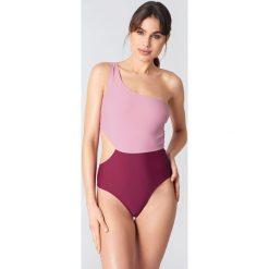 Stroje jednoczęściowe: NA-KD Swimwear Jednoczęściowy kostium kąpielowy na jedno ramię Color Block – Pink