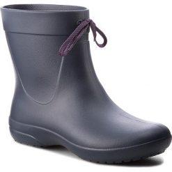 Kalosze CROCS - Freesail Shorty Rainboot 203851 Navy. Różowe buty zimowe damskie marki Crocs, z materiału. W wyprzedaży za 159,00 zł.