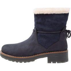 Darkwood Botki dark blue. Niebieskie buty zimowe damskie Darkwood, z materiału. W wyprzedaży za 335,20 zł.