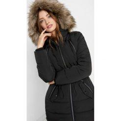 Pikowana kurtka z kapturem. Czarne bomberki damskie Orsay, z nylonu, z kapturem. Za 299,99 zł.