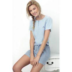 Damska piżama Caprice jasnoniebieska. Niebieskie piżamy damskie Astratex, z aplikacjami, z tkaniny, z krótkim rękawem. Za 66,74 zł.