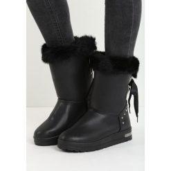 Czarne Śniegowce Fallin. Czarne buty zimowe damskie Born2be, z satyny, przed kolano. Za 89,99 zł.