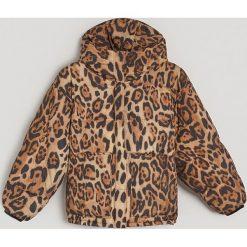 Ciepła kurtka w panterkę - Wielobarwn. Brązowe kurtki damskie marki Reserved, l, z motywem zwierzęcym. Za 299,99 zł.