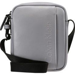 Torby na ramię męskie: Calvin Klein ELEVATED LOGO MINI REPORTER Torba na ramię grey