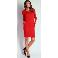 Czerwona Dopasowana Sukienka z Suwakiem przy Dekolcie. Czerwone sukienki na komunię Molly.pl, na imprezę, l, midi, dopasowane. W wyprzedaży za 108,72 zł.