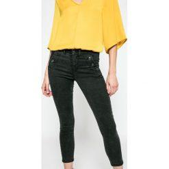 Only - Jeansy Royal. Szare jeansy damskie marki ONLY, s, z bawełny, casualowe, z okrągłym kołnierzem. W wyprzedaży za 99,90 zł.
