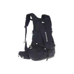 Plecak turystyczny FH900 Helium 27 l. Czarne plecaki męskie marki QUECHUA, z materiału. W wyprzedaży za 139,99 zł.