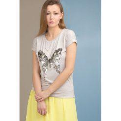 T-shirt z motylem. Szare t-shirty damskie marki Monnari, z wiskozy. Za 49,95 zł.