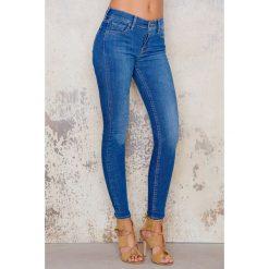 Levi's Jeansy super skinny Indigo Mist - Blue. Brązowe jeansy damskie marki Levi's®, z obniżonym stanem. Za 367,95 zł.