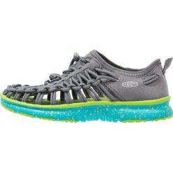 Keen UNEEK O2 Sandały trekkingowe neutral gray/viridian. Czerwone sandały chłopięce marki Keen, z materiału. W wyprzedaży za 174,30 zł.