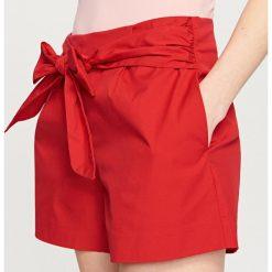 Szorty damskie: Szorty z wiązaniem w talii – Czerwony