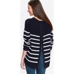 Swetry klasyczne damskie: SWETER DAMSKI W PASKI, Z SUWAKIEM NA PLECACH