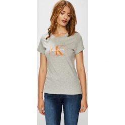 Calvin Klein Jeans - Top. Szare topy damskie Calvin Klein Jeans, l, z nadrukiem, z bawełny, z okrągłym kołnierzem. Za 199,90 zł.