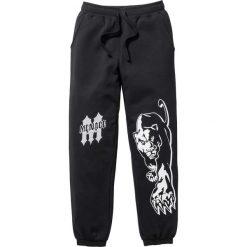 Spodnie dresowe bonprix czarny. Czarne spodnie dresowe męskie bonprix, z nadrukiem, z dresówki. Za 89,99 zł.