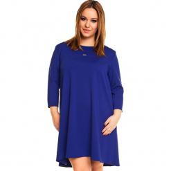 Chabrowa Trapezowa Sukienka PLUS SIZE. Niebieskie sukienki z falbanami Molly.pl, na co dzień, plus size, ze skóry, casualowe, plus size, z długim rękawem, trapezowe. Za 169,90 zł.