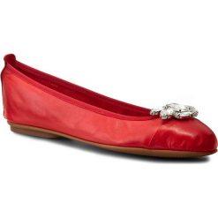 Baleriny CARINII - B2714/B Savage 1925. Czerwone baleriny damskie Carinii, ze skóry, na płaskiej podeszwie. W wyprzedaży za 169,00 zł.