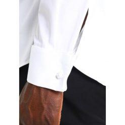 Tiger of Sweden BOLIN  Koszula biznesowa pure white. Brązowe koszule męskie marki Tiger of Sweden, m, z wełny. Za 629,00 zł.