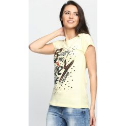 Żółty T-shirt Beauty and Crazy Live. Żółte bluzki damskie marki Mohito, l, z dzianiny. Za 14,99 zł.