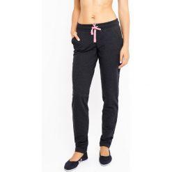 Damskie spodnie dresowe MF Dark Grey. Czarne bryczesy damskie marki Astratex, z mikrofibry, z dekoltem na plecach. Za 92,99 zł.