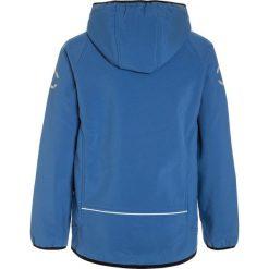 Mikkline SOLID Kurtka Softshell delft blue. Niebieskie kurtki chłopięce sportowe marki mikk-line, z materiału. W wyprzedaży za 215,20 zł.